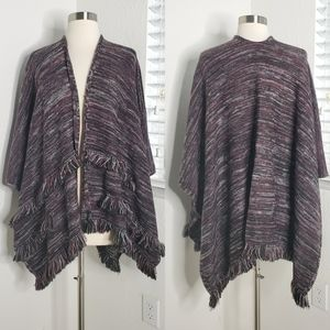 •LIBBY EDELMAN• Poncho Shawl With Fringe Detail.
